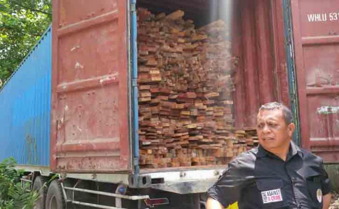 Setelah Bengkalis, Petugas Menangkap Satu Truk Kayu Ilegal di Inhu