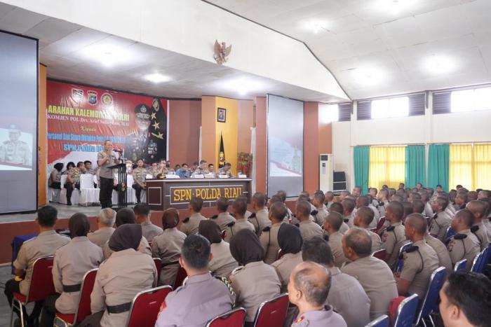 Di Hadapan Ratusan Siswa Bintara Polda Riau, Komjen Arief : Jangan Jadi Polisi Karnaval