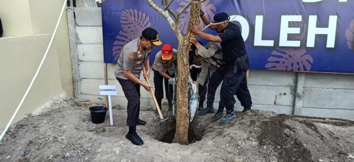 Kalemdiklat Polri Tanam Pohon dan Beri Nama Masjid di SPN Polda Riau