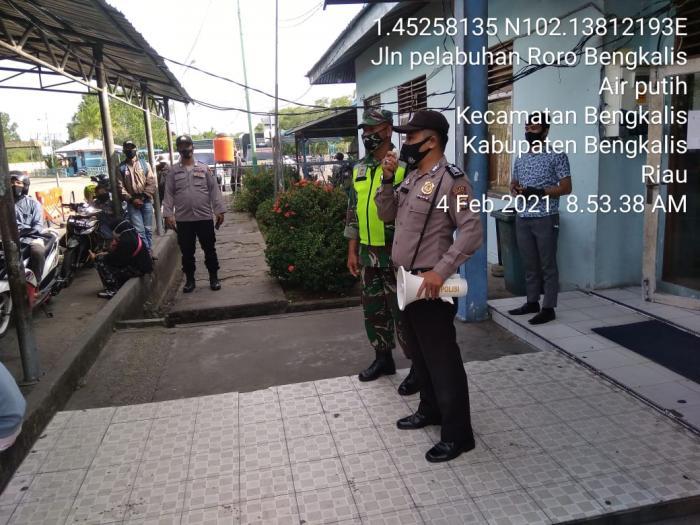 Personil Koramil 01/ Bengkalis Patroli di Pelabuhan Roro Air Putih