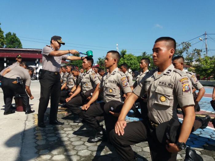 25 Polisi Baru di Polres Kepulauan Meranti Mandi Kembang