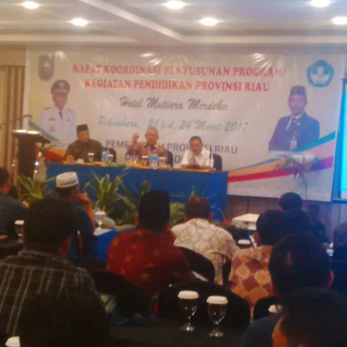Gubri Sebut Riau Kelebihan 2.500 Guru