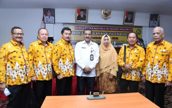 Plt Disdik, Edi Sakura Kukuhkan Forum Komite SMAN/SMKN/SLBN Priode 2018-2021