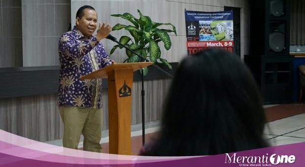 Jadi Pembicara di Sekolah Tinggi Pariwisata Trisakti, Bupati Perkenalkan Sagu Meranti
