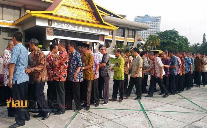 Hari Perdana, Plt Gubri Minta ASN Pemprov Riau Mulai Bekerja dengan Baik
