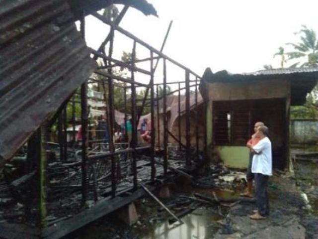 Rumah Warga Kelapapati Terbakar