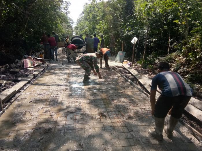 Satgas TMMD 108 Kodim 0303/Bengkalis Tahun 2020 Buka Jalan di Sasaran 1 Desa Temiang