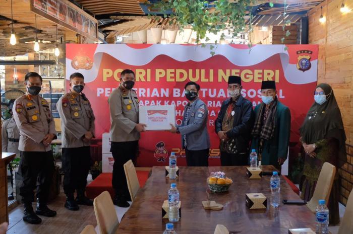Polri Peduli Negeri, Polda Bersama BEM Se Riau Gelar Baksos di Rumbai