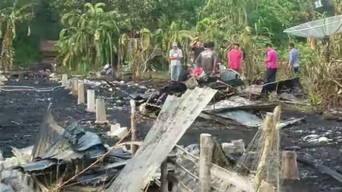 Kebakaran Hanguskan Satu Rumah di Desa Mengkirau