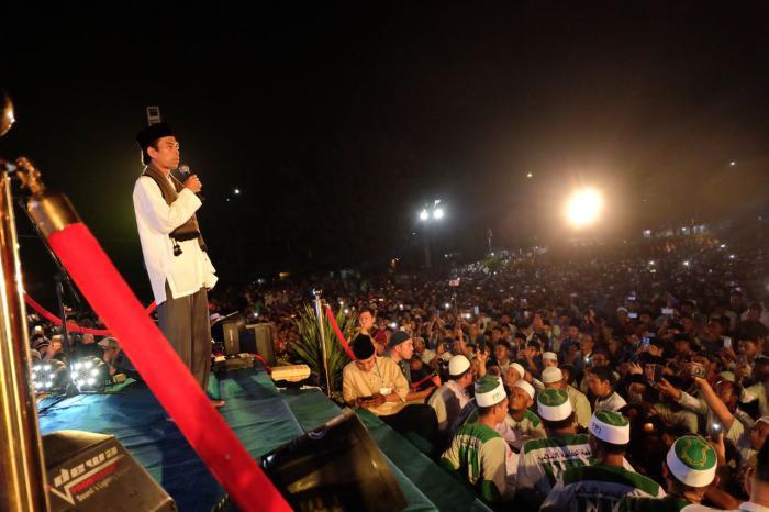Ribuan Warga Padati Tabligh Akbar UAS di Meranti
