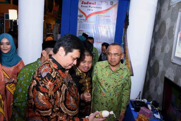 Bupati Amril Perkenalkan Pulau Beting Aceh dan Suguhi Menteri Perindustrian Minuman Laksamana Mengamuk