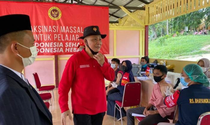 Beri Dosis Kedua, BIN Riau Adakan Vaksinasi Massal Santri dan Masyarakat