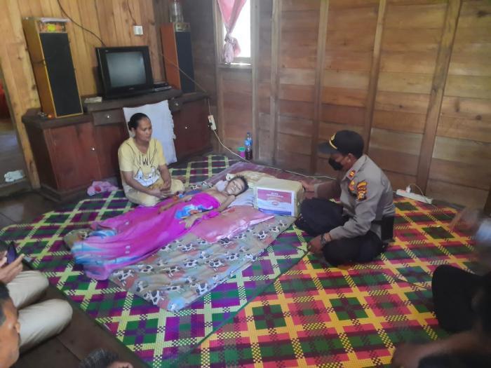 Bantu Ringankan Beban, Polsek Merbau Kunjungi Anak Penderita Hepatitis