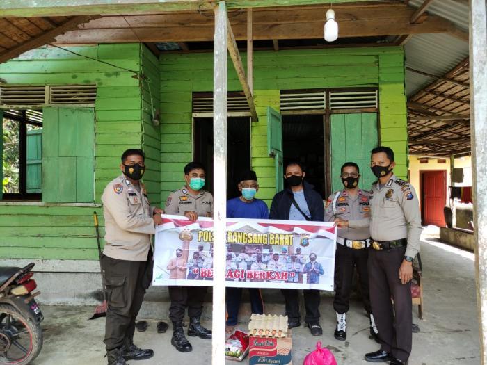 Berbagi Berkah, Polisi Antar Sembako Untuk Petani di Desa Bantar